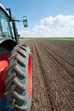 Tractor op de gebieden Stock Foto