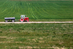 Tractor op een gebied Stock Afbeelding