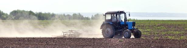 Tractor op een gebied Royalty-vrije Stock Afbeelding