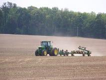 Tractor op een Gebied Stock Foto's