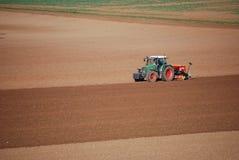 Tractor op gebied Stock Afbeelding