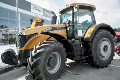 Tractor op landbouwmachinestentoonstelling Stock Afbeelding