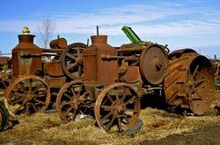 Tractor oxidado viejo del tirón del aceite de Rumely Imagen de archivo