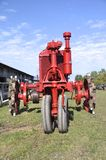 Tractor rojo restaurado F-12 Imagenes de archivo