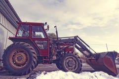 Tractor rojo viejo grande Fotos de archivo