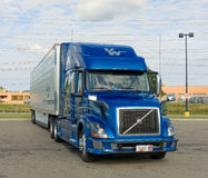 A tractor trailer in a parking lot Royalty Free Stock Photography