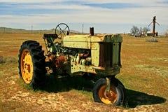 Tractor viejo en primavera Imágenes de archivo libres de regalías