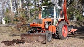 Tractor voor algemeen gebruik stock video
