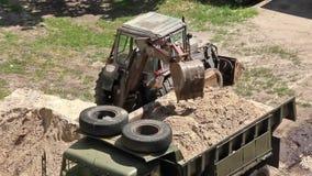 Tractor voor algemeen gebruik stock footage