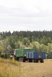 Tractor y carros con trigo Fotos de archivo