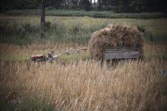 Tractor y transporte imagenes de archivo