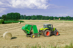 Tractoren en het oogsten Royalty-vrije Stock Fotografie