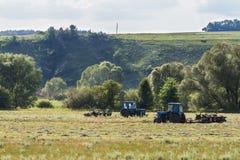 Tractoren op het gebied Royalty-vrije Stock Afbeelding
