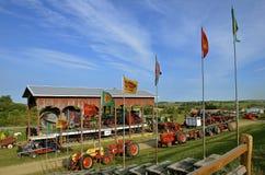 Tractores en la exhibición en una demostración de la granja Fotos de archivo