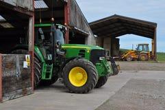 Tractores en la granja Fotos de archivo