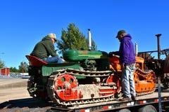 Tractores restaurados de Cletrac en una demostración de la granja Imágenes de archivo libres de regalías