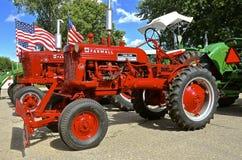 Tractores restaurados de Farmall Cub y de C Imágenes de archivo libres de regalías