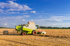 Tractores y cosecha Fotografía de archivo libre de regalías