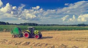Tractores y cosecha - vintage foto de archivo libre de regalías