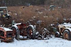 Tractorkerkhof in de Winter stock afbeeldingen