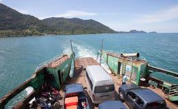 TRAD THAILAND - OKTOBER 30: färjan tar tur från Koh Chang Isl Fotografering för Bildbyråer