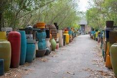 Tradditional陶瓷瓶子,罐、瓶和土制瓶子包括颜色和图把戏样式设计 图库摄影
