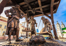 Trade merchants weighing of the wares and payment - bronze statu Royalty Free Stock Photography