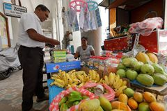 Trade and sale in the streets of Colombo Stock Images