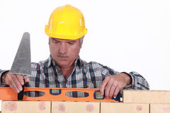 Tradesman using a level Royalty Free Stock Photos