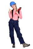 Tradeswoman давая большой пец руки вверх Стоковые Фото