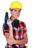 Tradeswoman, der ein Leistunghilfsmittel anhält Stockbilder