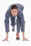 Tradeswoman nella posizione sprinting Fotografia Stock