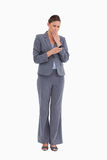 Tradeswoman que es dado una sacudida eléctrica por el mensaje de texto Imagen de archivo libre de regalías