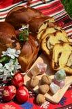 Tradições de Easter: ovos e bolo de libra pintados Imagem de Stock Royalty Free
