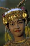 TRADICIÓN DE LA DANZA DE ASIA INDONESIA BALI ULU WATU Imagenes de archivo