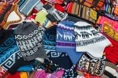 Tradicionais peruanos handcraft o Peru de Andes Cuzco das lembranças imagens de stock