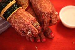 Tradiciones hindúes de la novia Imágenes de archivo libres de regalías