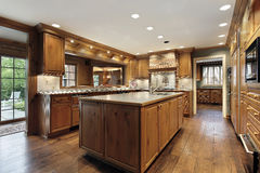 Tradiitional kitchen with oak wood cabinetry Royalty Free Stock Photography