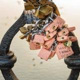 Tradição do cadeado do amor de Europa Foto de Stock