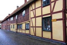 Tradional瑞典半木料半灰泥的房子在于斯塔德 免版税库存图片