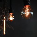 Tradition light bulb in cafe Royalty Free Stock Photos