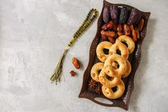 Traditional arabic date ring cookies - kaak bi ajwa, popular coo. Kies for Eid holidays. Top view Stock Photo