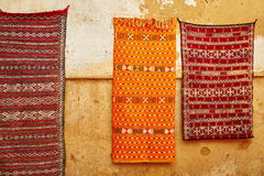 Traditional carpets on Moroccan market Royalty Free Stock Photos