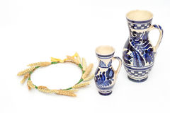 Traditional ceramic mugs and a wheat coronet Royalty Free Stock Photos