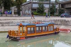 Traditional Chinee boat cruise