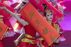 Free Traditional Chinese Dance Performance Royalty Free Stock Photo - 199115395
