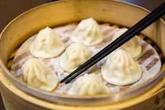 Chinese steamed dumplings in a steamer Royalty Free Stock Images