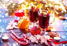 Traditional Christmas mulled wine hot drink. Holiday Christmas table Stock Photos