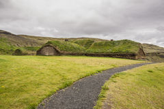 Traditional Icelandic house with mossy roof - Pjod Royalty Free Stock Photography
