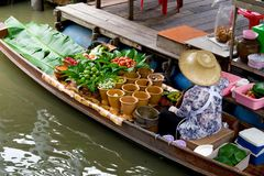 Traditional merchant in Taling Chan floating market stock photography